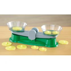 Trébuchet et casserolle en plastique