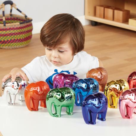 La parade des nombres des éléphants métalliques