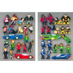 Figurines de super-héros en bois