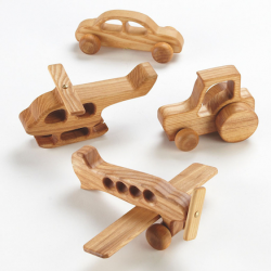 Lot de véhicules en bois