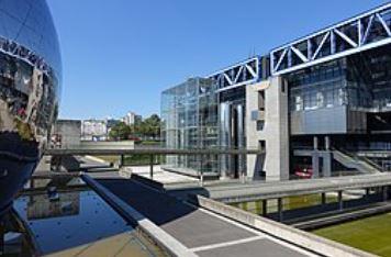 Cité des Sciences et de l'Industrie @ Parc de La Villette @ Paris (28957995305).jpg